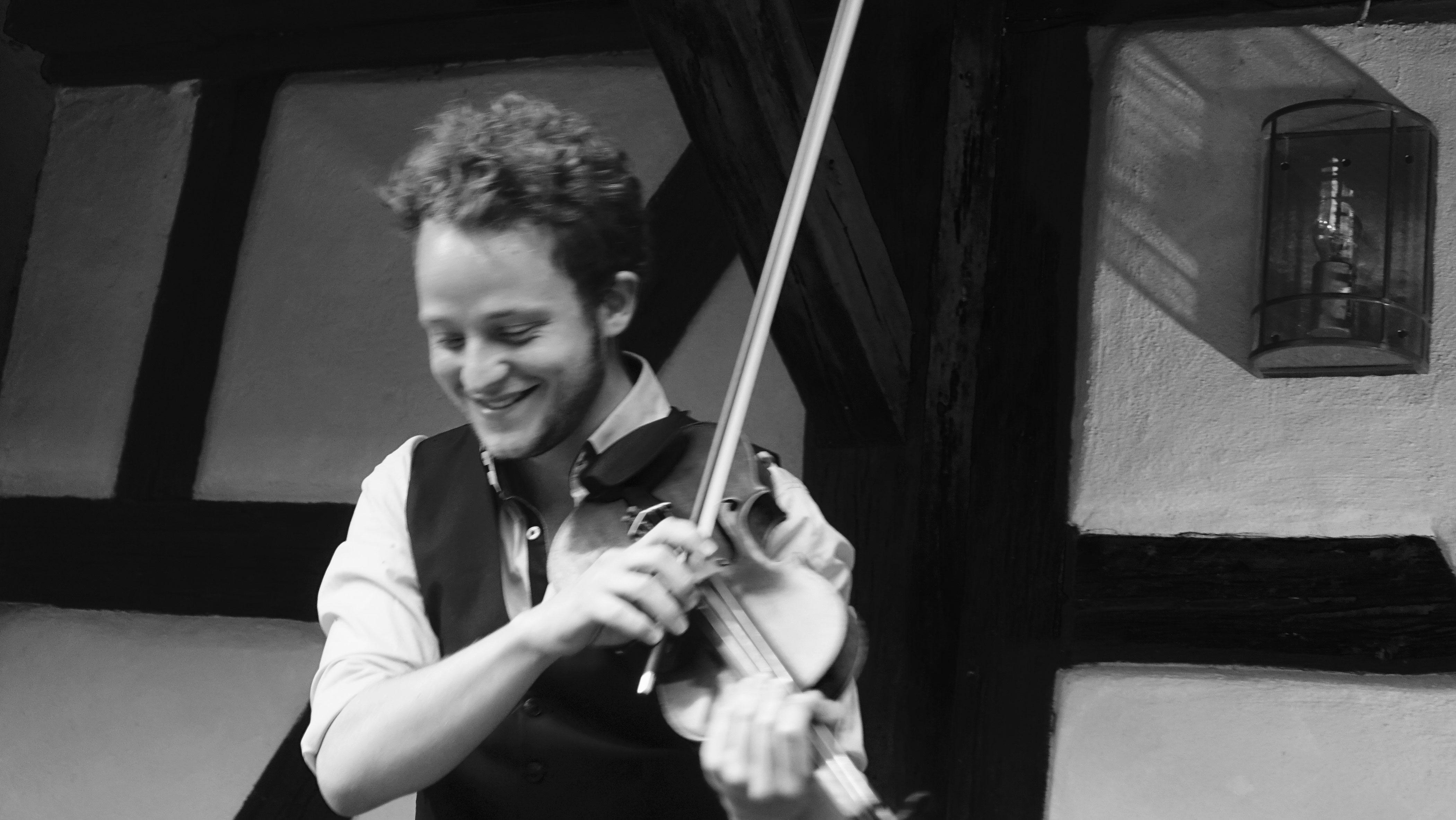 Feuerbach Quartett - Max beim Geige spielen